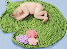 Newborn Baby Photography Prop Crochet Costume Frog Hat with Lotus Background