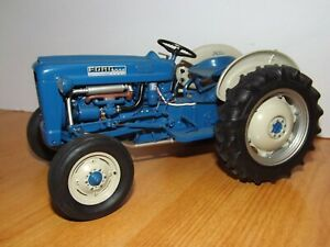 DANBURY MINT 1/16 1962 FORD 2000 TRACTOR