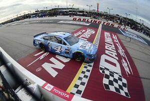 NASCAR SUPERSTAR KEVIN HARVICK WINS AT DARLINGTON  8X10 PHOTO W/BORDERS