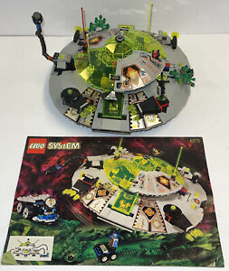 Lego 6975 Space UFO Alien Avenger Complete with Minifigures & Instructions.