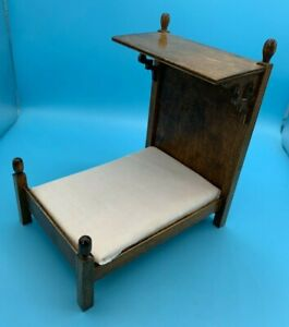 DOLLS' HOUSE MINIATURE - WOODEN HALF TESTER BED
