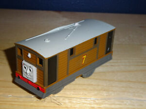 TOBY Thomas & Friends Tank Trackmaster Motorized Train Engine Mattel 2006