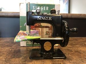 VINTAGE SINGER CHILDS SEWING MACHINE SEW HANDY 20-10 CHILDRENS MODEL 1950's