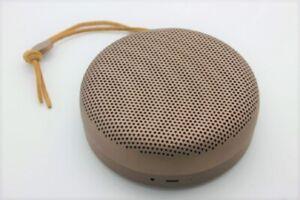 Bang & Olufsen BeoPlay A1 Bluetooth Lautsprecher (Wetterfest) deep red