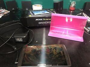 Tablette Archos 70 Internet Tablet 8Gb Avec Protection Et Trépieds