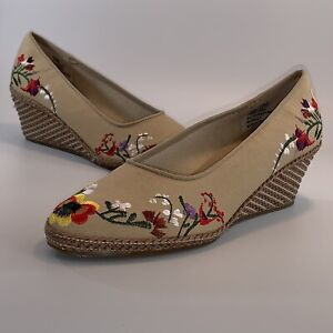 Orvis Embroidered Floral Tan Wedge Shoes Size 7 Textile Shoe And Woven Heel