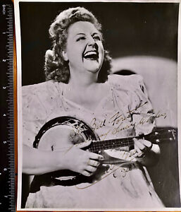 TESSIE O'SHEA  1913 -1995 / POPULAR ENTERTAINER A HAND SIGNED PHOTO 6''x 7.5''