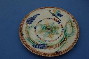 Assiette barbotine papillon et fleurs en relief  N°1