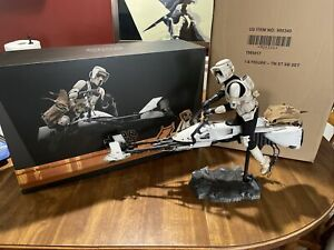 Star Wars Hot Toys Mandalorian Deluxe Scout Trooper, Speeder, & Grogu 1/6 Scale