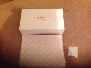RADLEY MEDIUM GIFT BOX TISSUE STICKER FOR BAG UMBRELLA PURSE 30 x 24 x 10cm NEW