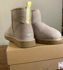 UGG CLASSIC MINI II GRAPHIC LOGO 1110083, SZ 9, OYSTER/ NEON YELLOW, WOMAN BOOT