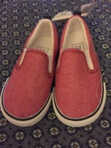 NWT Baby Gap Toddler Boys RED Chambray Slip-On Canvas Sneakers Shoes Sz 7