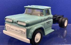 ERTL 2628,1/43 scale 1960 Chevy Cab Semi Tractor Unit (1988)  Unboxed Near Mint