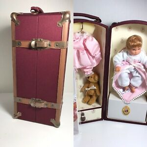 """NRFB Lee Middleton 2002 Club Member Trunk & 8""""Baby Doll w/COA,Teddy,ex Outfit"""