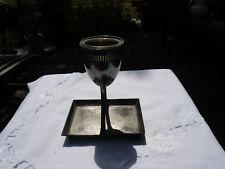 Alter antiker Metall Gegenstand Pokal? Podest mit Glas Einfassung