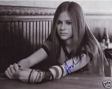 AVRIL LAVIGNE AUTOGRAPH SIGNED PP PHOTO POSTER