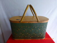 VINTAGE HAWKEYE BURLINGTON IOWA PICNIC BASKET LABEL ATTACHED  GREEN GUC WOVEN
