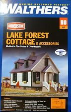 Walthers HO #933-3657 Lake Forest Cottage w/Accessories -- Kit - (Building)w/LED