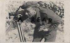 WW2 Soldat Sapper ? Royal Ingenieure blick durch ein entfernungsmesser ??
