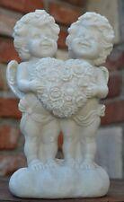 Engelpaar antikweiß stehend hält Blumenherz Garten Figur Grab Engel  Neu