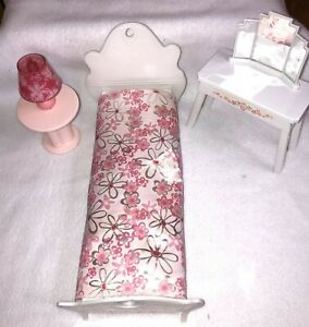 2006 Barbie Doll Dream House Bedroom Furniture Bed, Dressing Table & Table Lamp