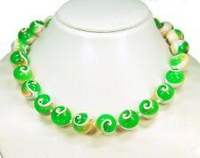Außergewöhnliche Haskette aus echten Muscheln in Kugelform grüne Farbe