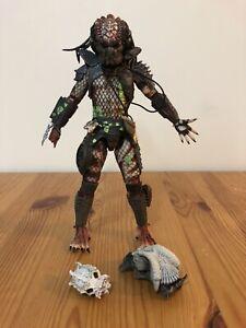 Predator 2 City Hunter Neca 7inch Action Figure with Alien Skull Trophies