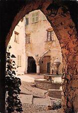 BT10387 Peille vieux porche et la fontaine        France
