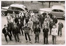 GROUP OF YOUNG MEN, STUDENTS POSING FOR THE CAMERA & ORIGINAL ca 1950's PHOTO