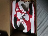 Dc Shoes Kalis Lite kids Leather Trainer In White n red. Size 4 . youth