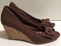 American Eagle Brown Fabric Bow Peep Toe Womens Wedge Heels Sz 7M