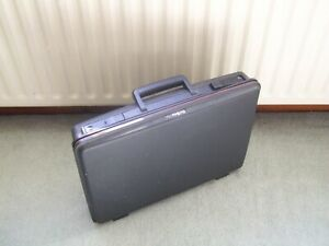 Vintage Delsey Club Briefcase/Small suitcase 48 x 37 x  8.5cm Slimline Hardshell