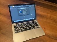 Macbook Pro 13 inch (early 2015 ) core i5, Ram 8GB, SSD 256GB