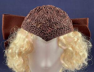 Vintage Modern Miss 1930s Brown Woven Raffia Bow Trim Widows Peak Skull Cap Hat