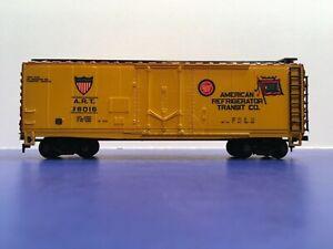 "HO Scale ""American Refrigerator Transit"" ART 36016 Freight Train Car 1/2"