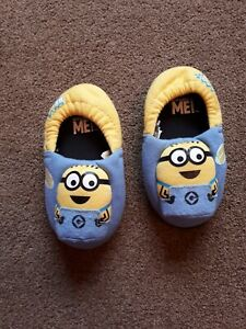 Minion Slippers Size 6-7