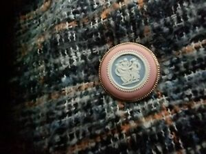 VINTAGE WEDGWOOD JASPERWARE RARE TRI COLOUR BROOCH WITH GOLD MOUNT