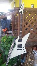 2005 ESP LTD EX-400, weiß, Neck Thru Body Construction, EMG 81-85 aktive Pickups,