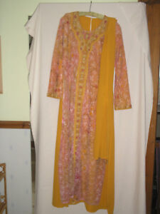 VINTAGE/ANTIQUE DRESS/TABARD/SCARF/SHAWL 'INDIAN STYLE' EMBROIDERY/BEAD SIZE MED