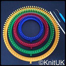 Knituk Round Knitting Loom Lot de 4 Métiers à tisser avec Piquets Tout équipée.