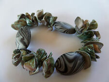 STUNNING SUMMER GREEN/GREY SHELL & PEBBLE STRETCH BRACELET one size NEW pouch