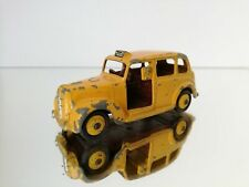 DINKY TOYS 40H AUSTIN TAXI IN YELLOW MADE IN ENGLAND