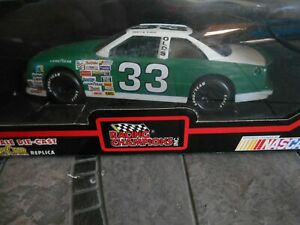 #33 Harry Gant plain Oldsmobile 1992 1/24 Racing Champions black box.