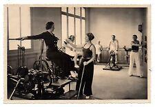U096 Photographie vintage Originale vernaculare Salle de Gymnastique Gym