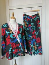 RIXO -Medium- black. red. green patterned 100% silk jacket and trousers set