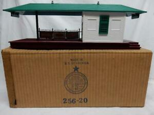 POSTWAR LIONEL No. 256 FREIGHT  STATION IN ORIGINAL BOX, C-7 EXCELLENT