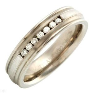 Vibrant Men Ring St/Silver And Titanium With 0.20 Ctw Diamonds. Size 12 US. New