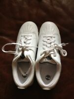 NWOB TIMBERLAND WHITE TENNIS SHOES SIZE