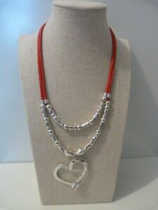 One De 50 microns Zamak Uno differente Quirky beaded Heart  Leather necklace