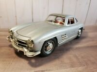 Bburago 1954 Mercedes-Benz 300 SL Gullwing 1:18 Scale Diecast Model Car Silver